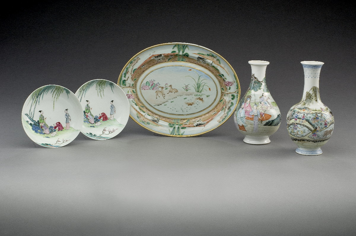 PAIR OF CHINESE EXPORT PORCELAIN FAMILLE