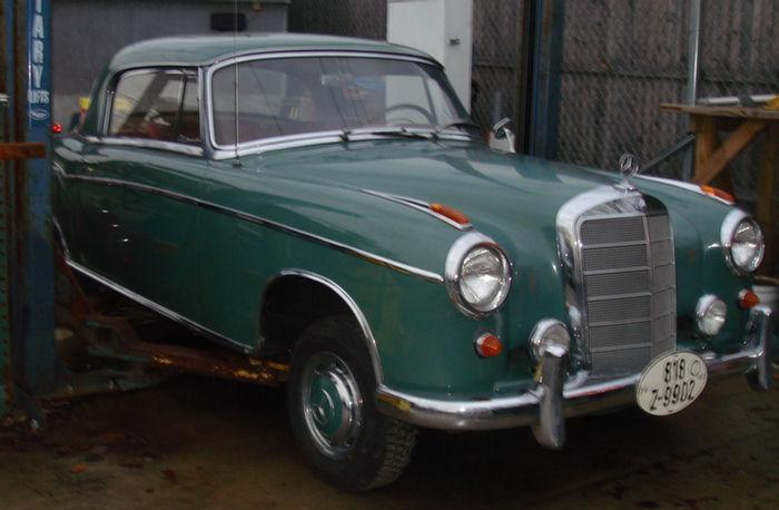 1959 Mercedes 220S coupe, odometer showing