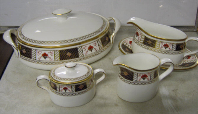 "ROYAL CROWN DERBY CHINA DINNER SERVICE ""Derby"