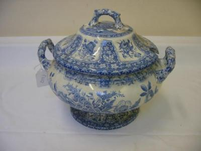 A SPODE POTTERY LIDDED SOUP TUREEN of bellied