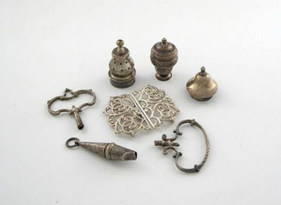 A mixed lot of silver items, comprising: