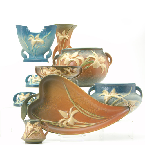 ROSEVILLE Nine Zephyr Lily pieces: five brown;